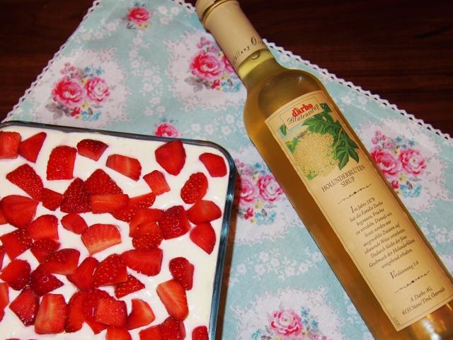 Erdbeer-Holunderblüten-Tiramisu