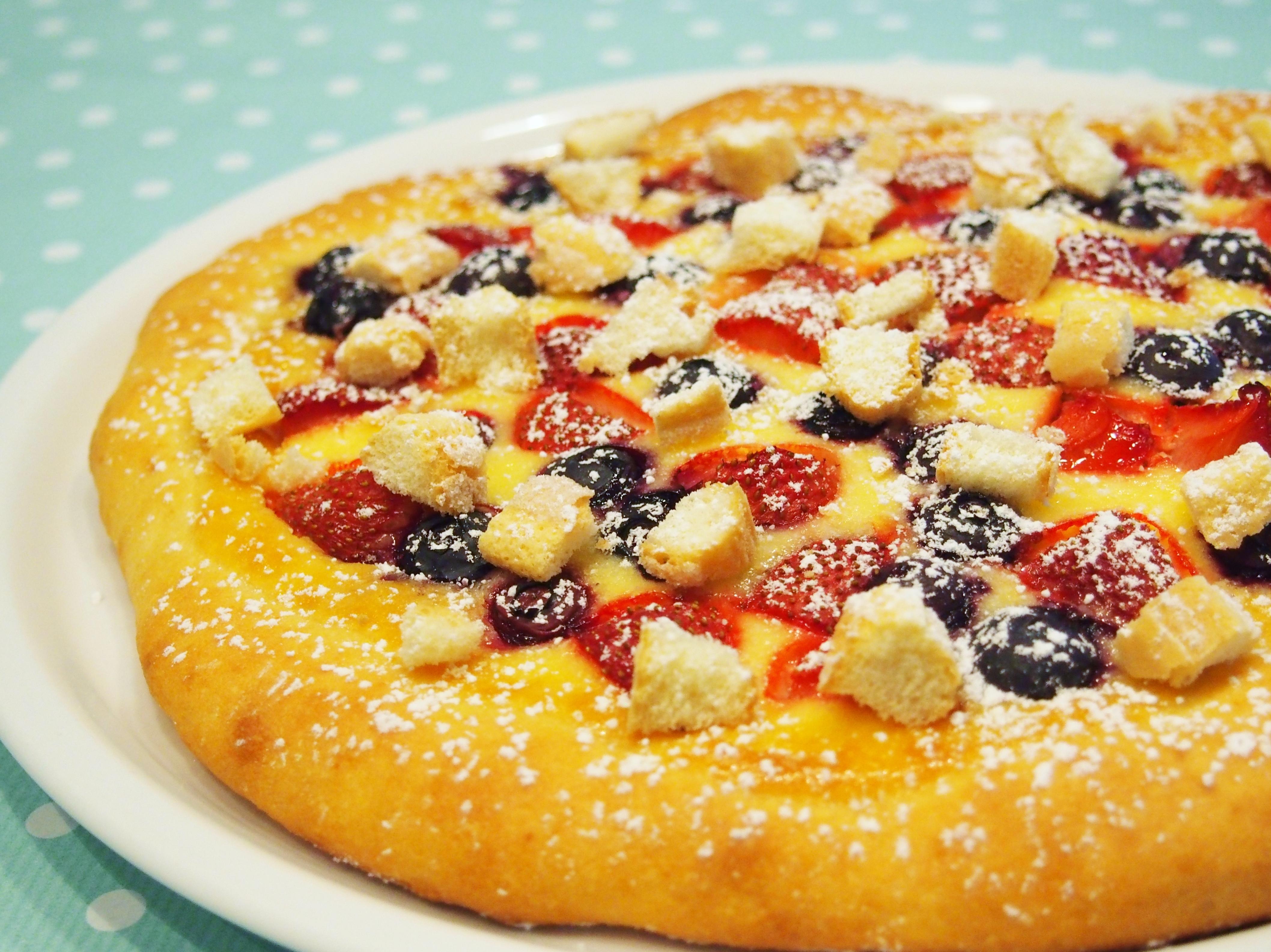 Susse Pizza Mit Erdbeeren Und Blaubeeren Fraulein Ella