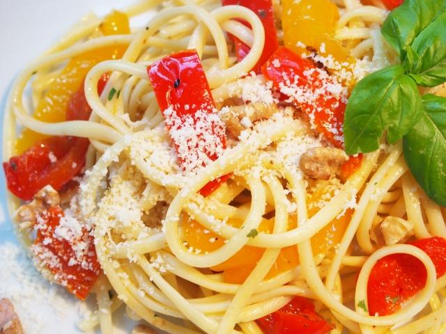 Paprika-Walnuss-Pasta