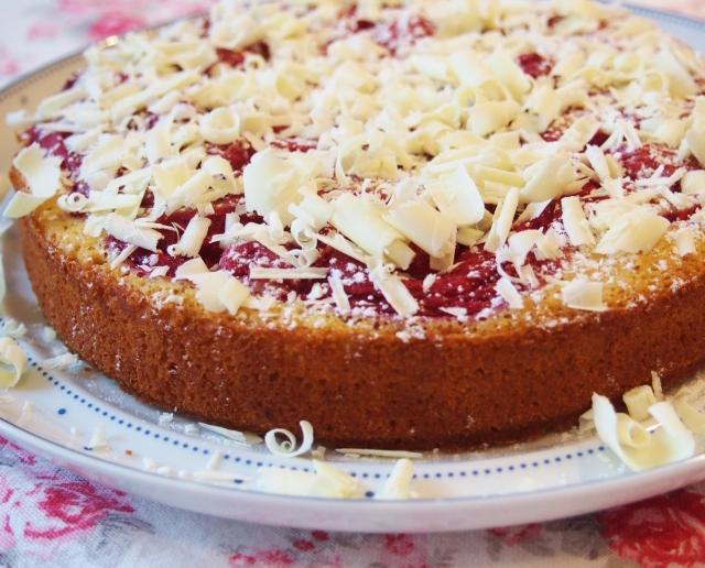 Haferflocken-Kuchen mit Himbeeren