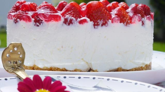 Erdbeer-Holunder-Torte