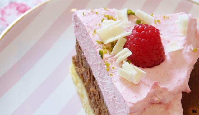Schoko-Cheesecake mit Himbeersahne