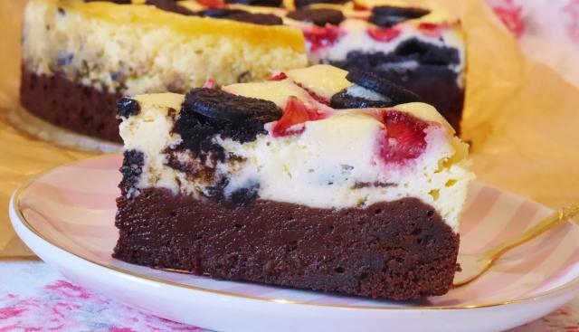 Oreo-Käsekuchen-Brownies mit Erdbeeren