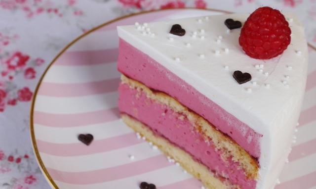 Himbeercreme-Torte mit Likör
