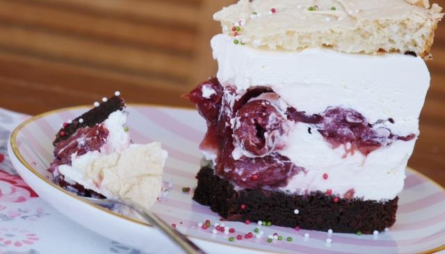 Kirsch-Schoko-Torte mit Mandelbaiser