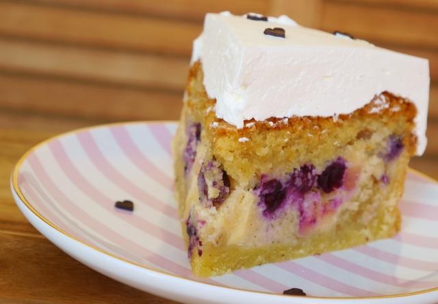 Gedeckter Apfel-Heidelbeer-Kuchen